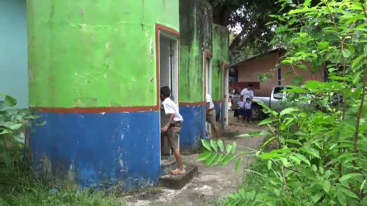ยโสธร  โรงเรียนดัดแปลงถังเก็บน้ำฝนเป็นห้องส้วม