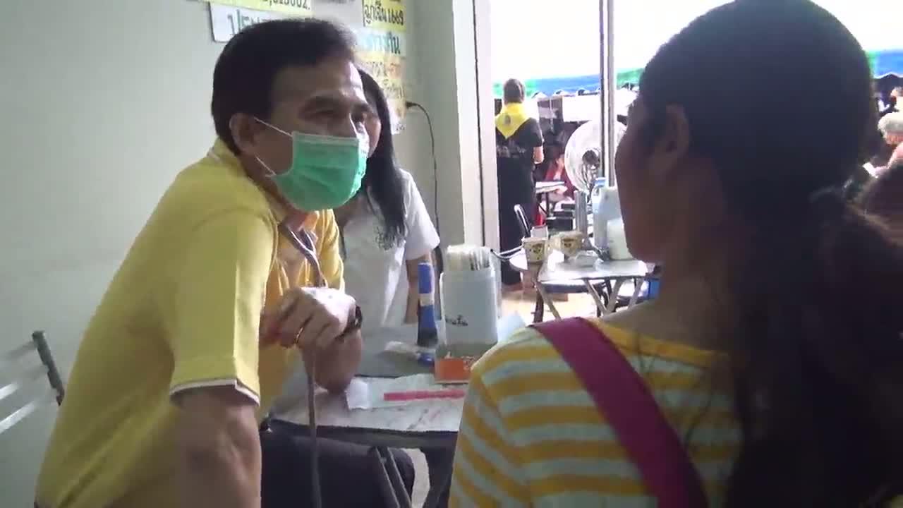 บุรีรัมย์หมอใจบุญ ร่วมกับแพทย์พยาบาล 12 จังหวัดรักษาฟรีทำดีถวายพ่อ