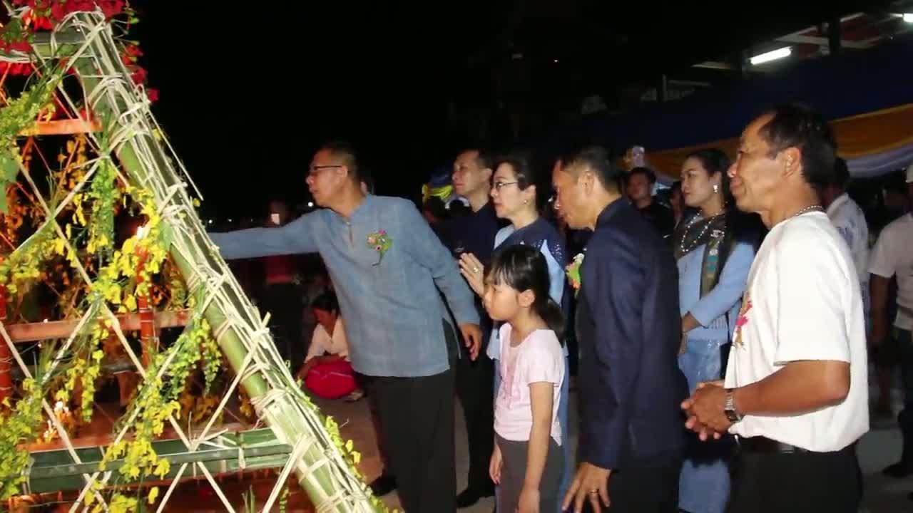 ชาวบ้านแสงภา อ.นาแห้ว จ.เลย จัดงานแห่ต้นดอกไม้ใหญ่ที่ในโลก