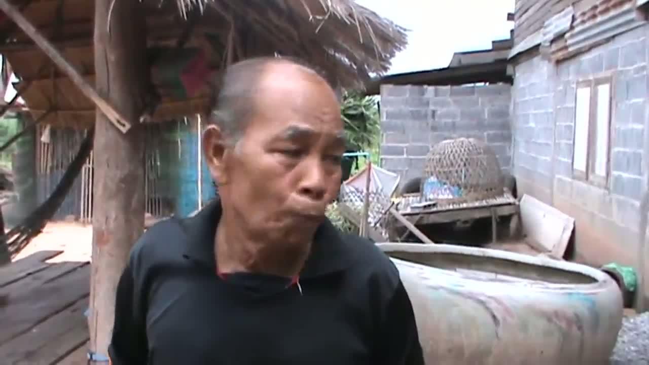 ชัยภูมิชาวบ้าน3อำเภอสุดทนถนนพังนับปีไม่มีใครช่วยปลูกกล้วยหว่านแหหาปลาประชด